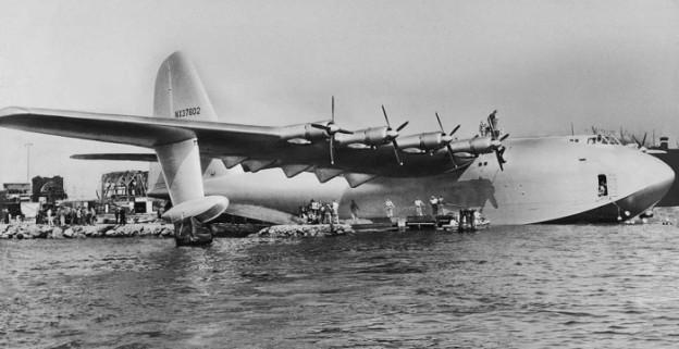 Photo of Hughes' Spruce Goose in LGB harbor 001