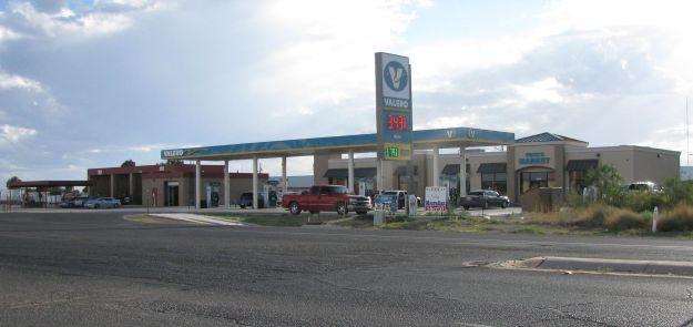 090414-CroppedGoodViewOfYoya'sMarkt-Gas&CarWash