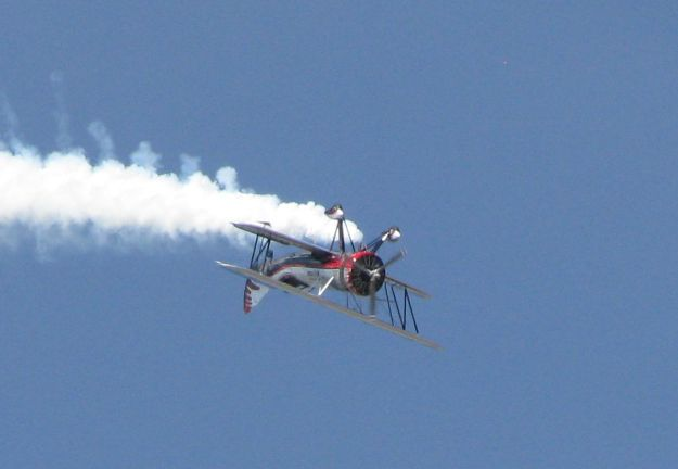 Kyle Franklin flying by the show crowds inverted.