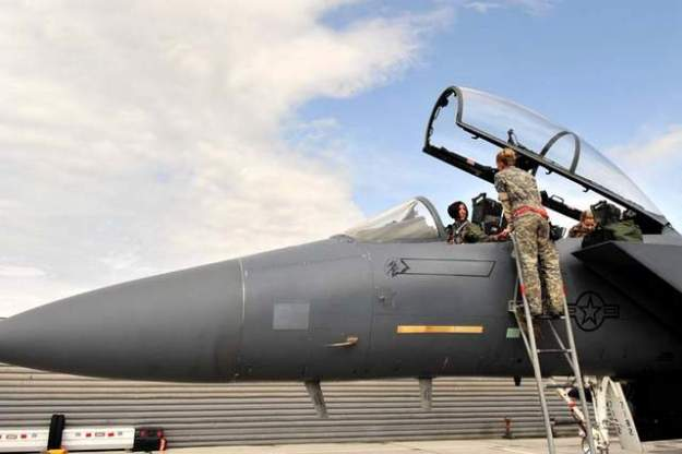 LTCOL Christine Mau in F-15E Strike Eagle, prior to mission at Bagram Airfield, Afghanistan. USAF Foto
