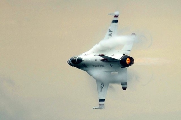 F-16 Making Compression Cloud