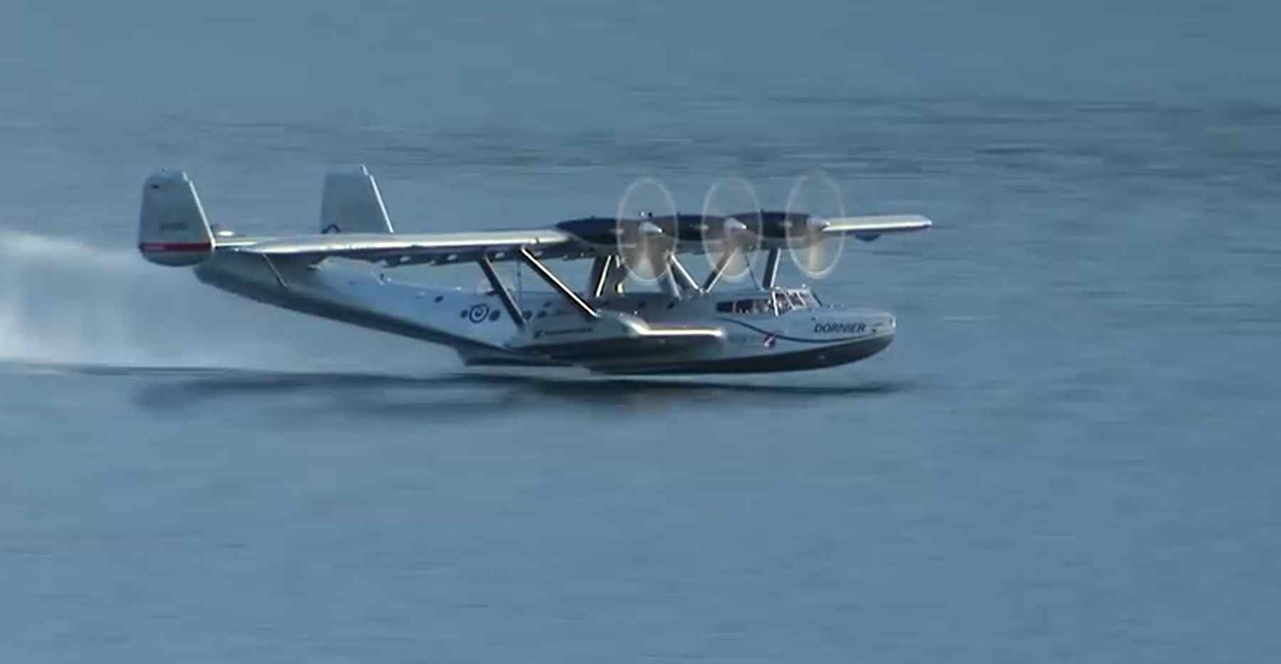 can you believe this seaplane spins on landing first aero