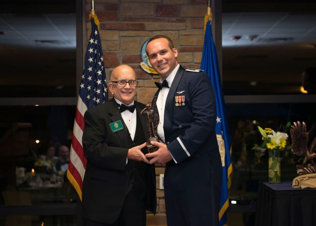 Air Force veteran pilot, Roger Nichols, son of the Daedalian Flight 24's namesake, presents special leadership award to Captain Graeme Ross.