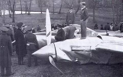 11) In 1939, one of the first P-38 prototype aircraft set a speed record from California to New York in 7 hours and 2 minutes. However, it crashed short of its intended airport due to carburetor icing.