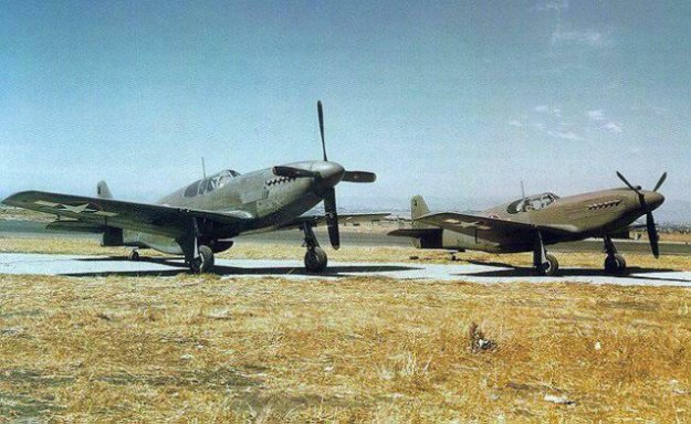 p-51a-mustang-fighters-side-by-side-at-north-american-aviation-plant-at-inglewood-california-united-states-1943