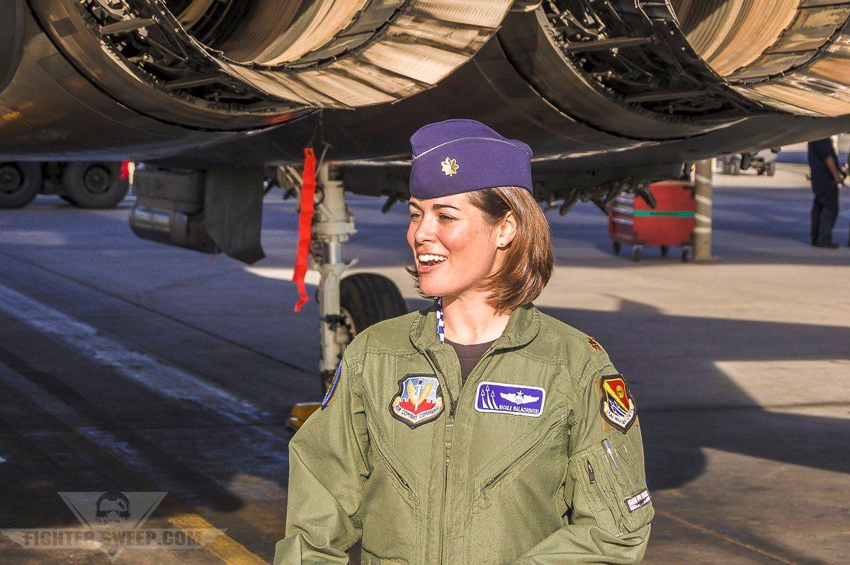 First Female Us Air Force Thunderbird Aerobatic Pilot